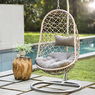 "<p class=""p1"">New ways to create a backyard oasis</p>"
